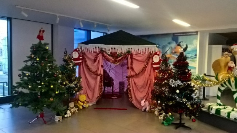 County Hall hosts Christmas Day lunch for people on their own